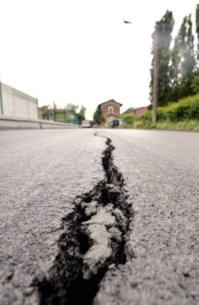 A  street is fissured afteran  earthquak